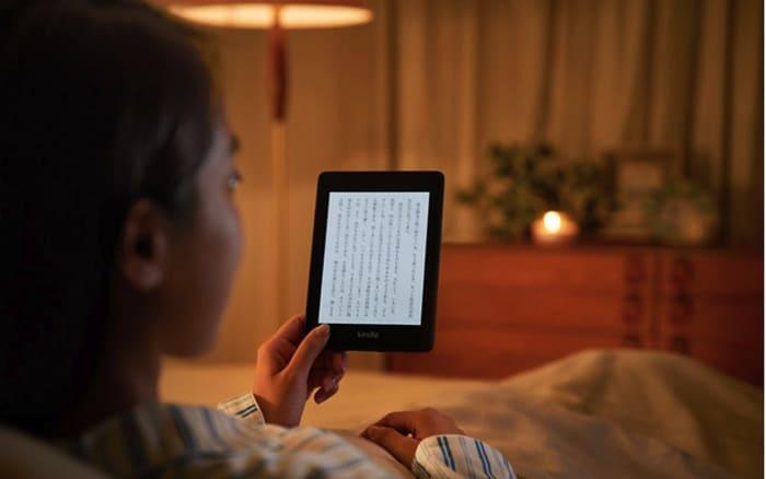 暗い場所でKindleを読む