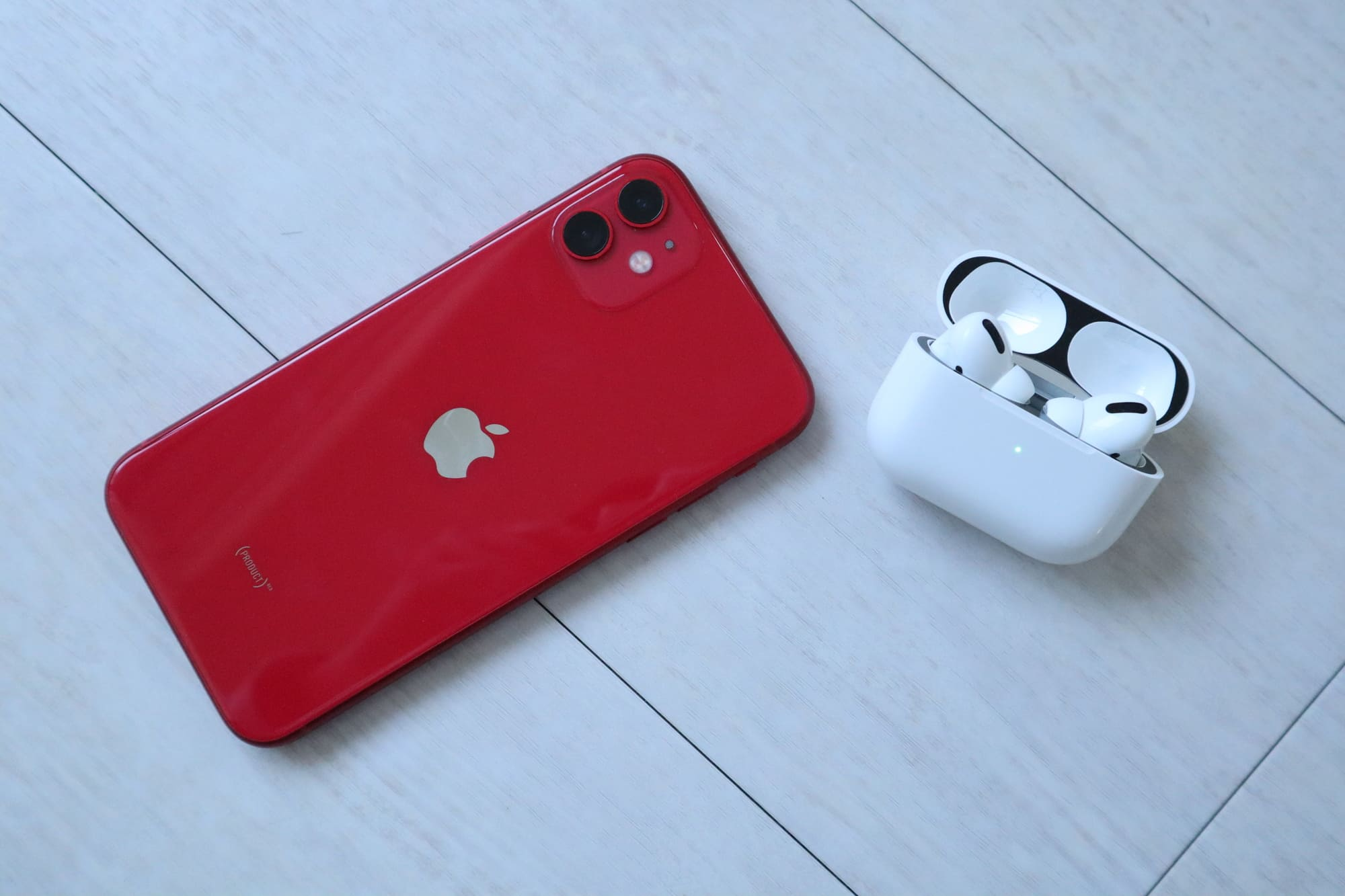 iPhone11とAirPods Pro
