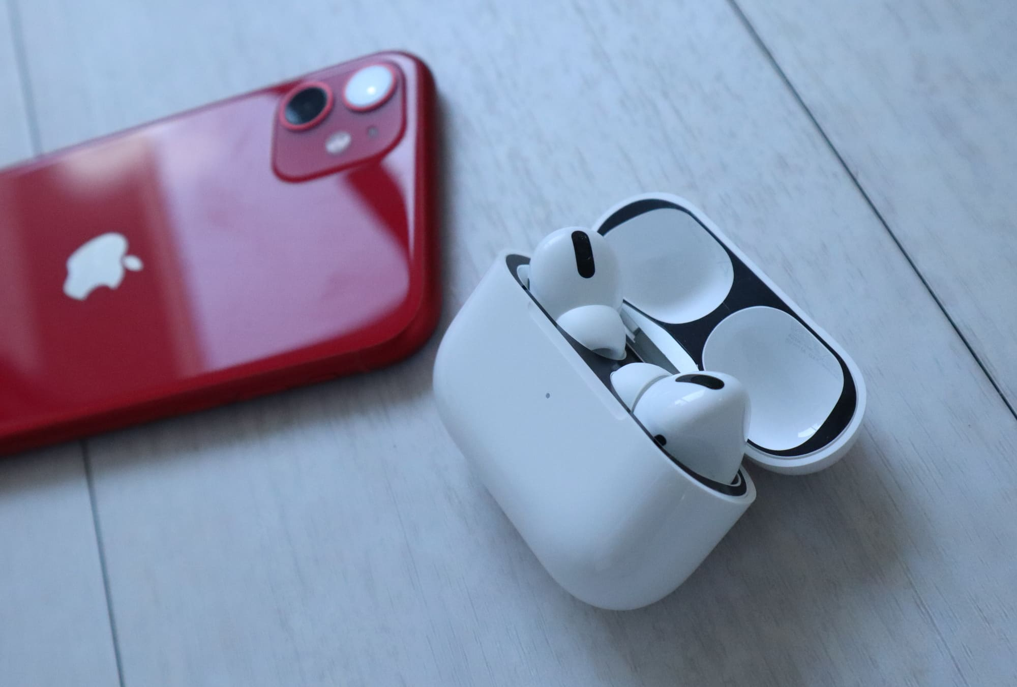 AirPods ProとiPhone11Red