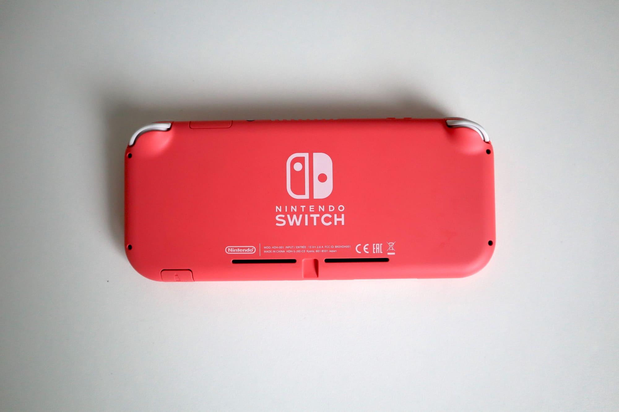 Switch Liteのコーラルの背面