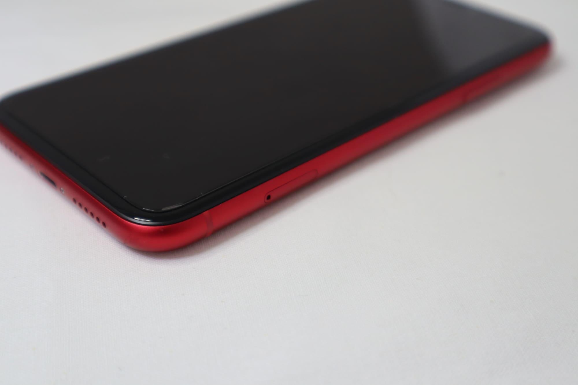 iPhone11のSIMスロット