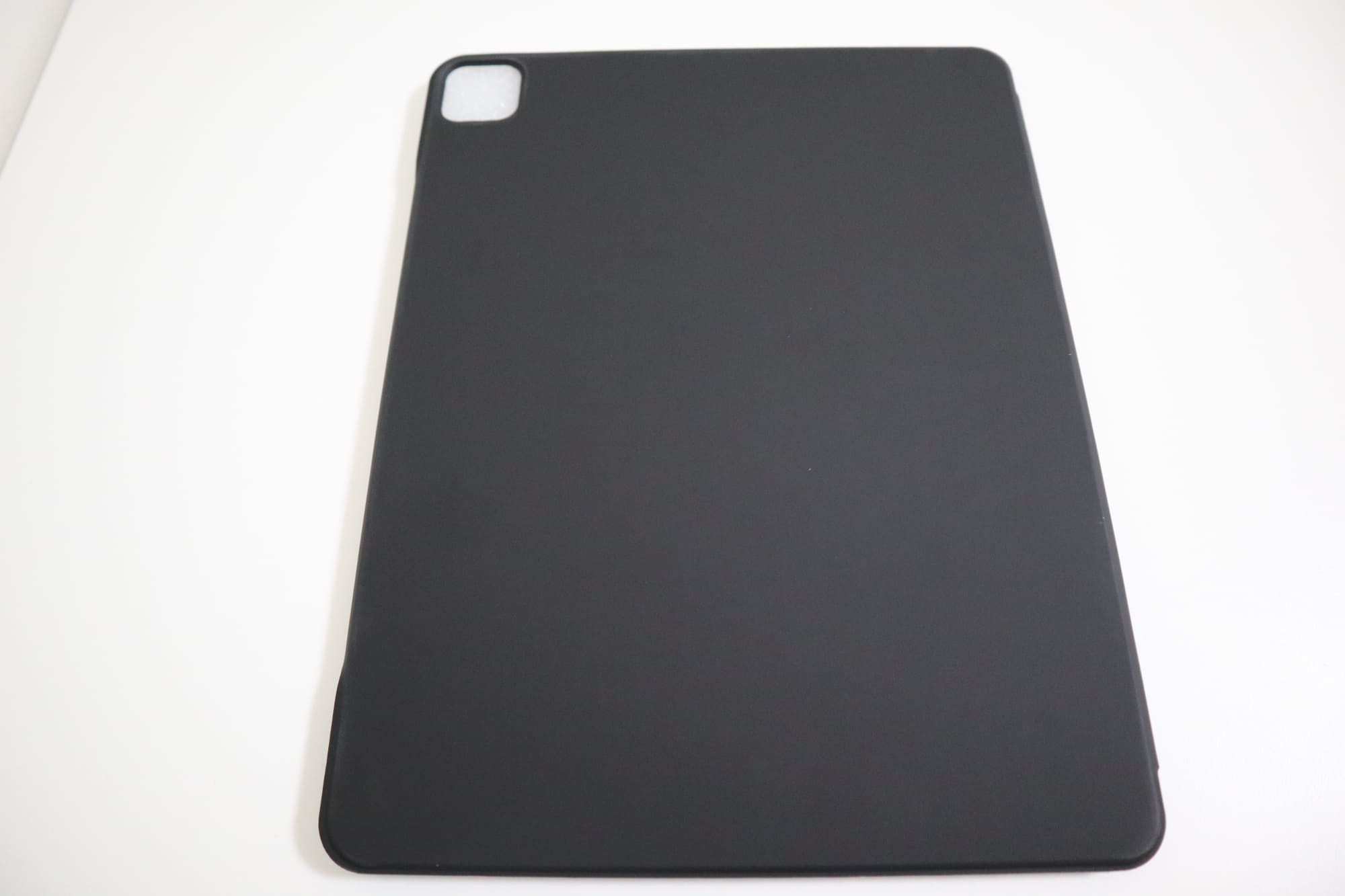 ESRのiPad Pro用ケースの背面