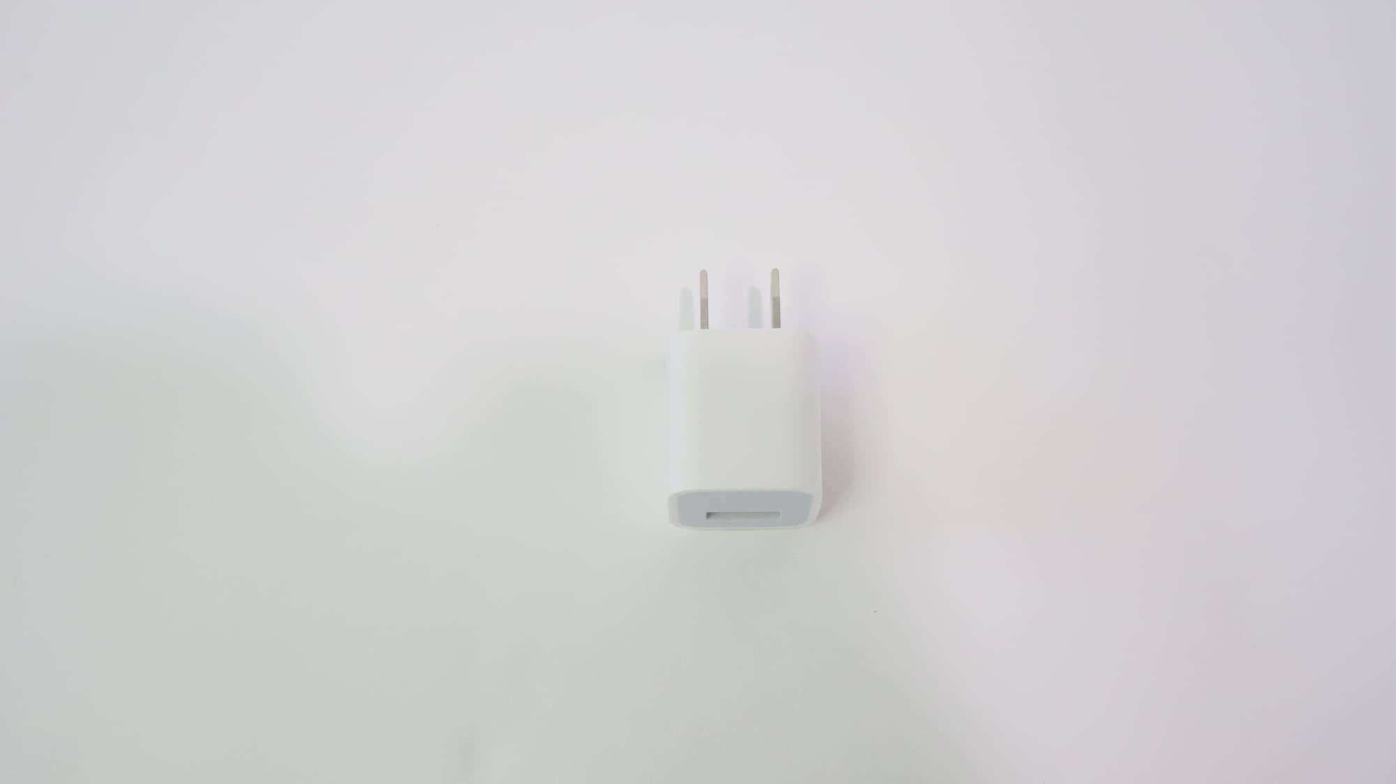 iPhone SEの電源アダプタ