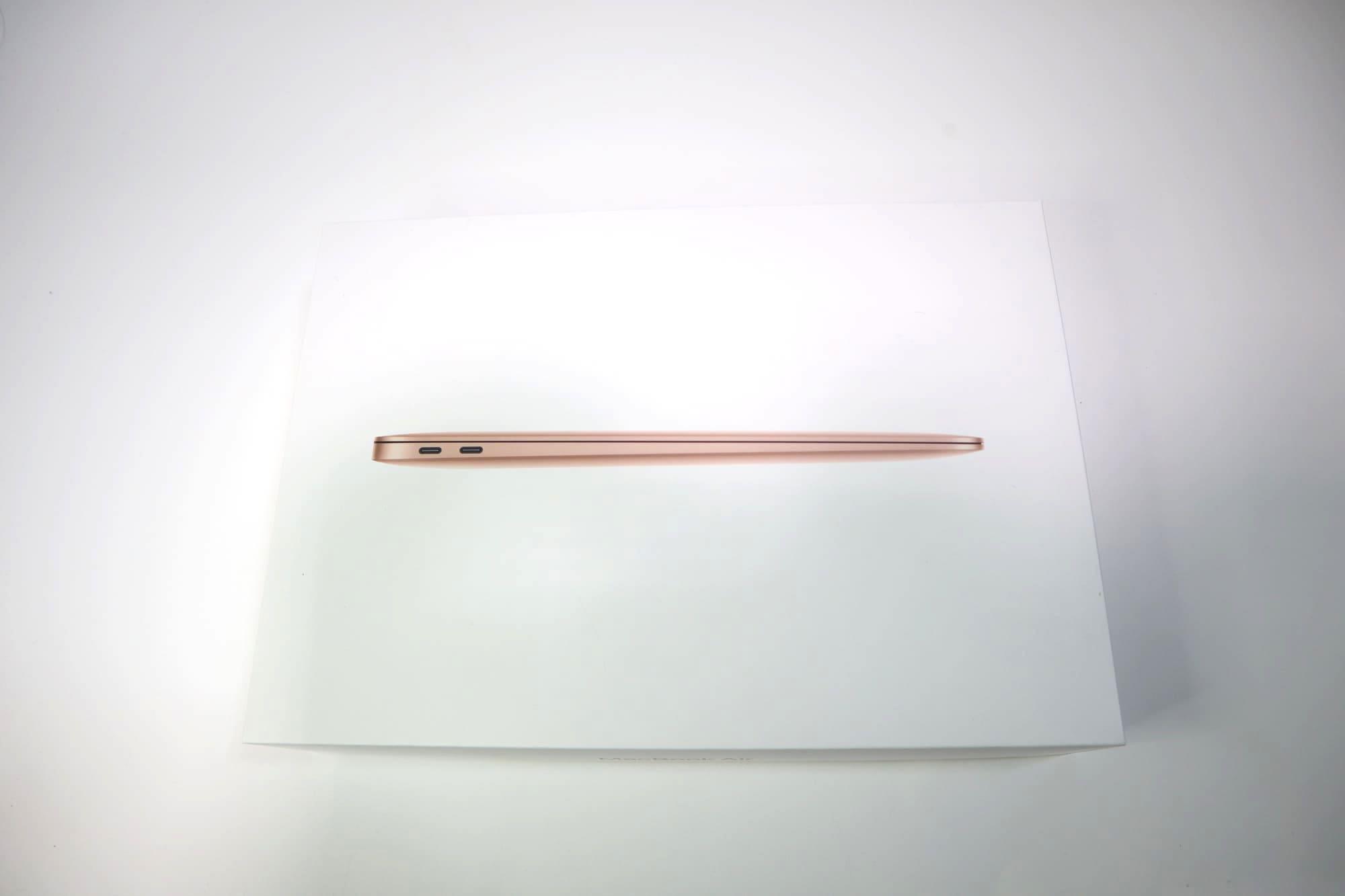 MacBook Air 2020の外箱