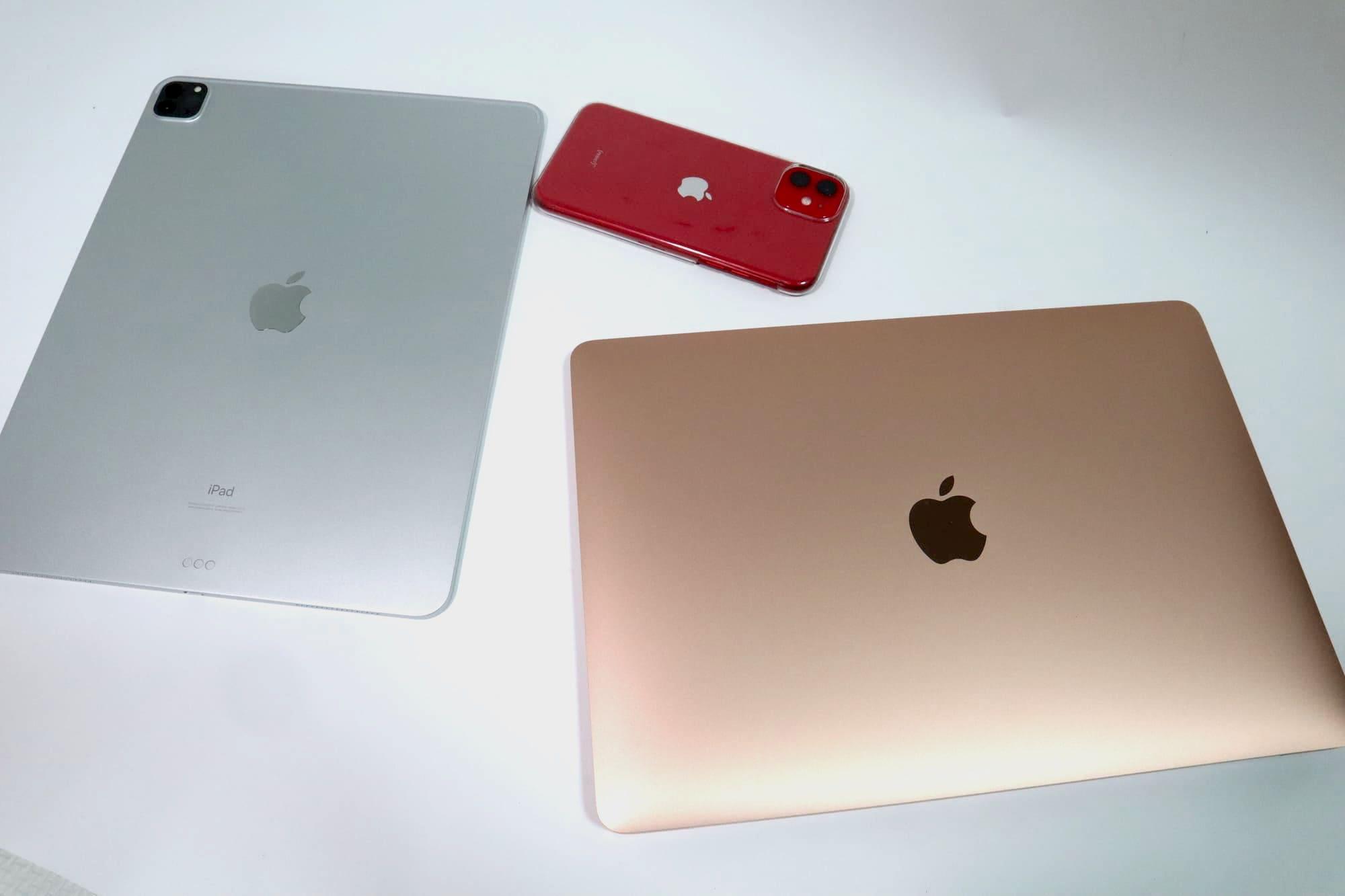 MacBook AirとiPadとiPhone
