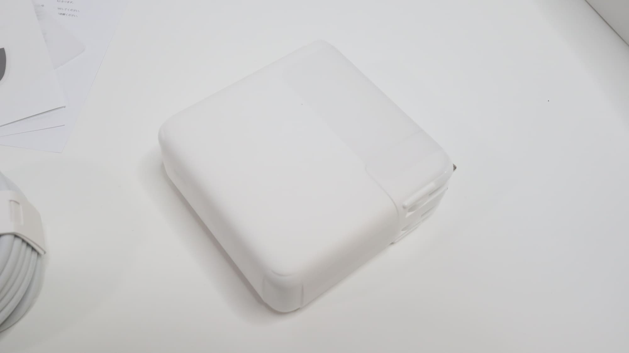 MacBook Pro 2020の電源アダプタ