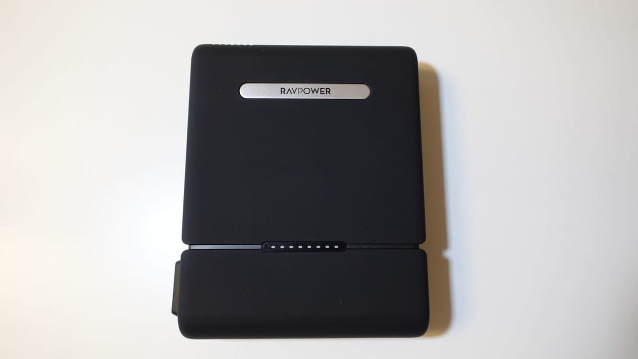 RAVPower 3000mAhポータブル電源の外観デザイン