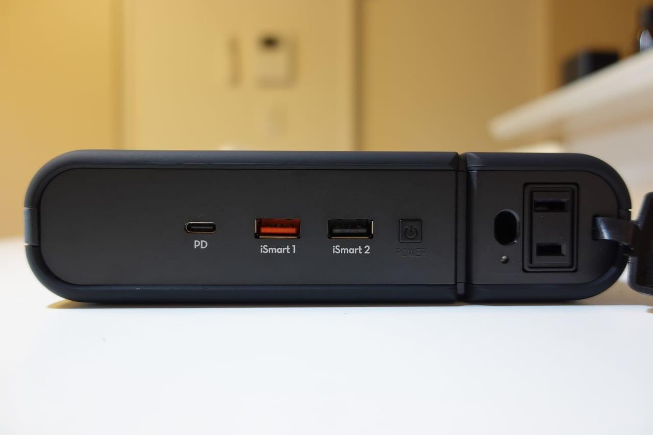 RAVPower 3000mAhポータブル電源の端子