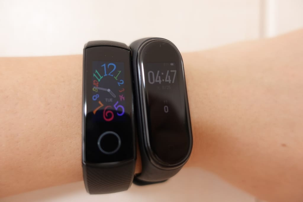 HAUWEI HONOR Band 5とMi Smart band4