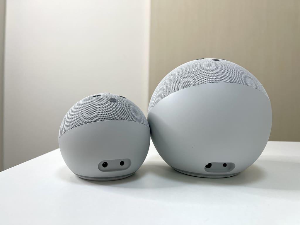 New EchoとEcho Dotの背面