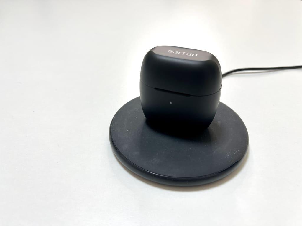 EarFun AirはQi充電対応